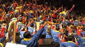 """""""…Δεν είναι ορχήστρα, είναι επανάσταση…"""""""